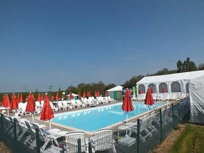 camping-libertin-la-roseraie-piscine